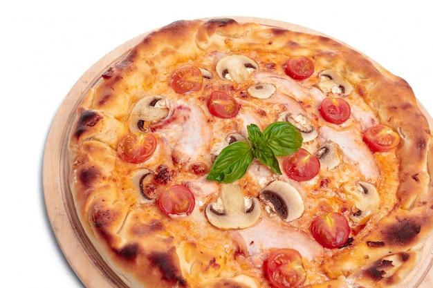 おいしいピザが孤立しています