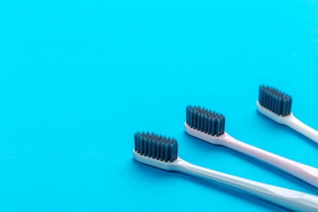 テーブルの上の歯ブラシ