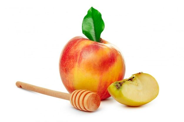 Яблоки и банку меда для еврейского новогоднего праздника изолированы