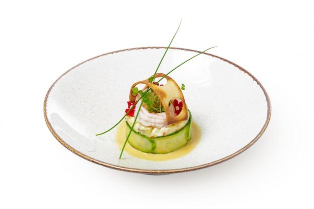 Рыбное блюдо - жареное филе рыбы с овощами