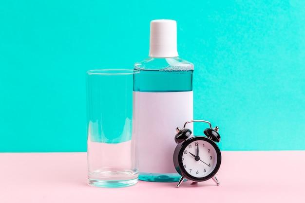 青いうがい薬のボトル。