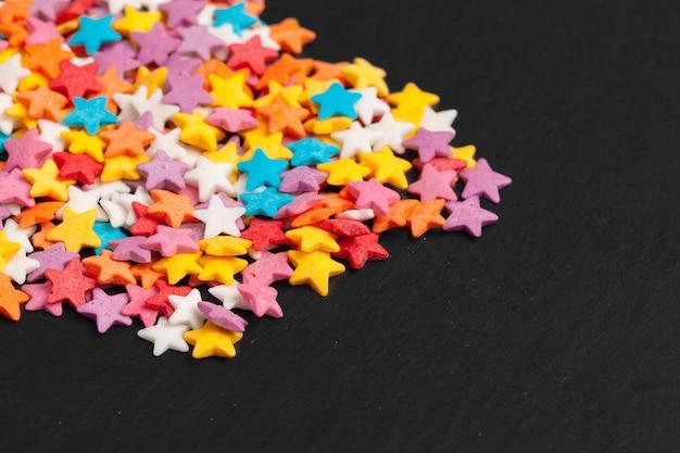 Цветные конфеты в форме звезды