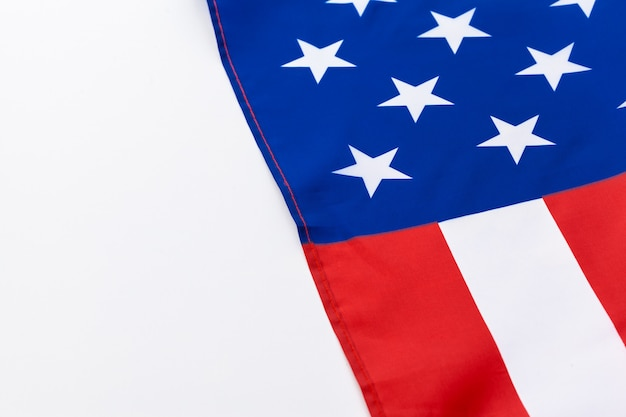 Американский флаг на белом фоне