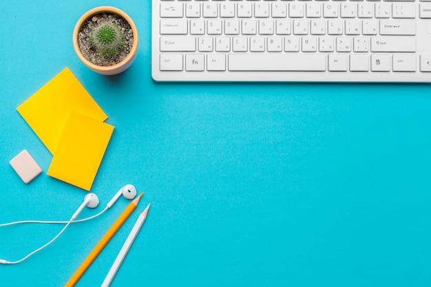青の供給とオフィステーブルデスク