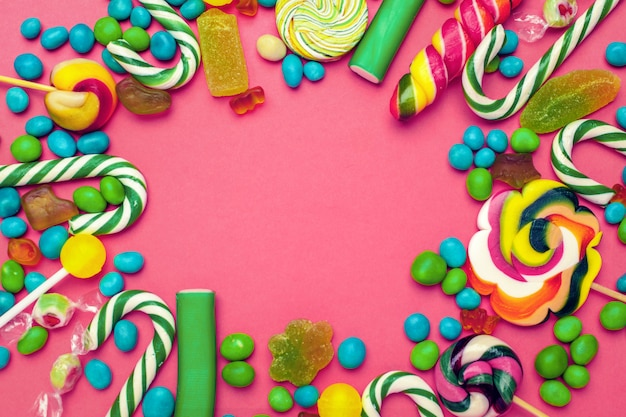 Рамка из разноцветных ярких ассорти конфет