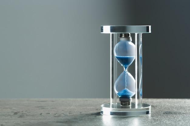 テーブルの砂時計を閉じる