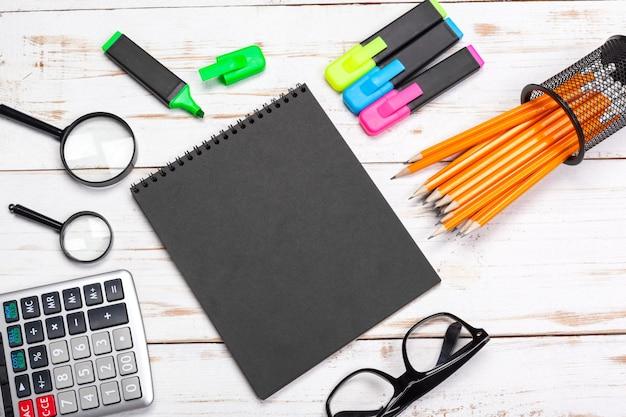 学用品、文房具アクセサリー、木製、スペーステキスト、トップビュー