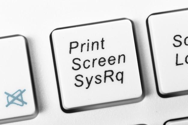 Клавиатура компьютера близкая вверх по белизне