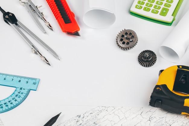 Инструменты рисования и проект крупным планом вид сбоку
