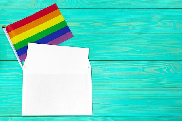 Яркая радуга гей флаг и пустое пространство