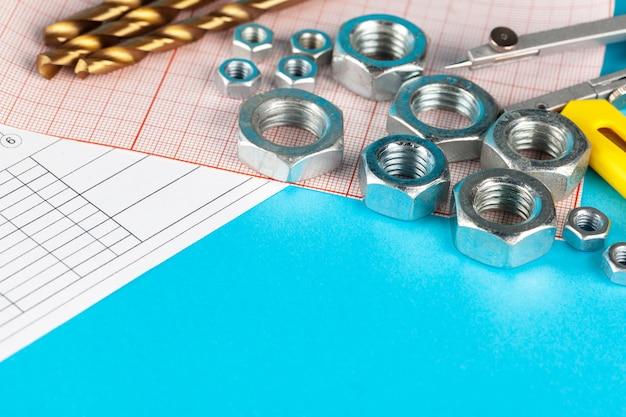ナットと構造の部分は凹んだ図面にレイアウトされています