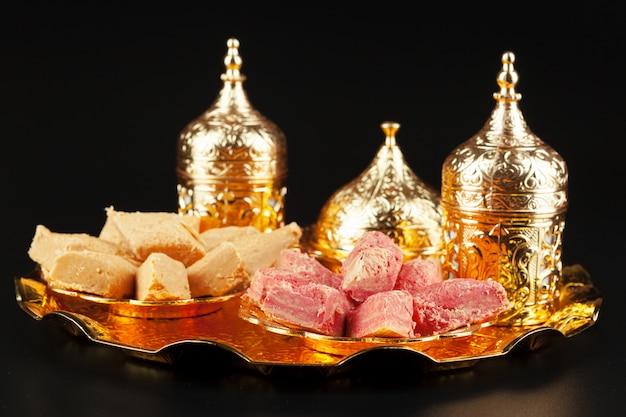 Традиционный турецкий кофе и рахат-лукум