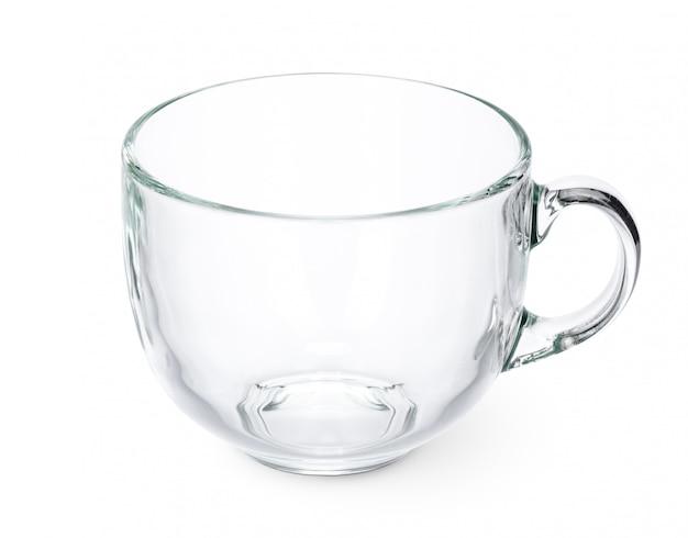 白い背景の上のガラスのティーカップ