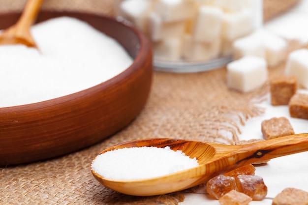 白砂糖で装飾的なスプーン