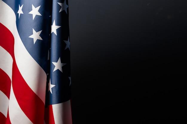 黒板にヴィンテージのアメリカ国旗