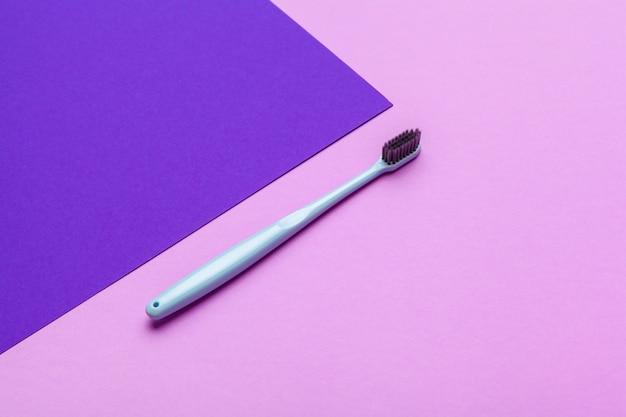 色の手動歯ブラシでフラットレイアウト構成、クローズアップ