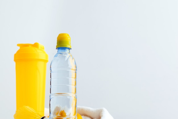 Бутылка для воды и шейкер с белком. спортивные напитки