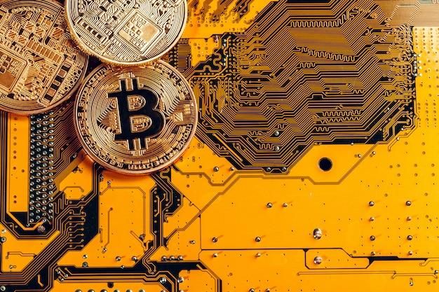 黄金のビットコインと回路