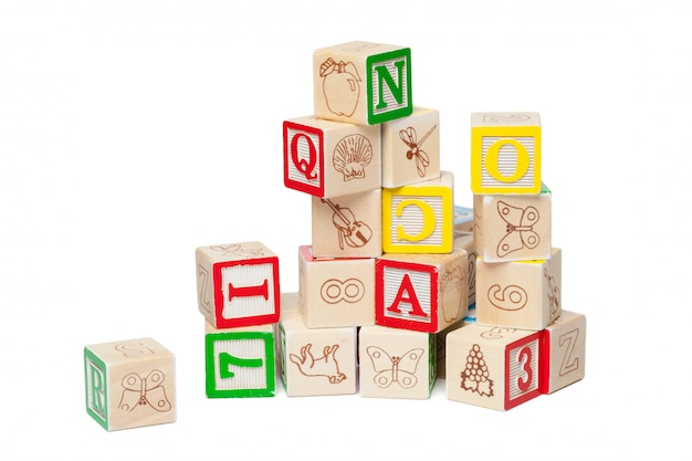 白で隔離木製アルファベットブロック