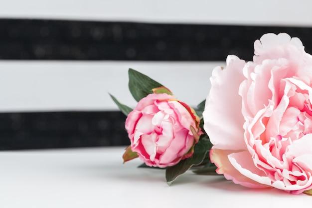ピンクの花の花束のクローズアップ