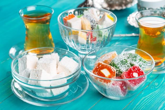 さまざまなトルコ料理と紅茶