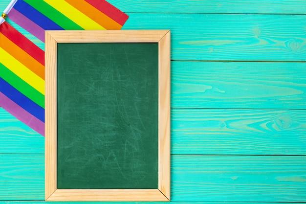木材と空白の明るい虹ゲイフラグ
