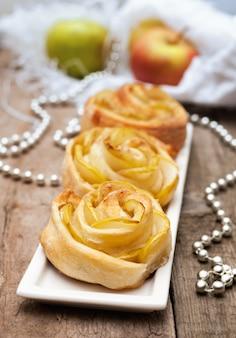 リンゴとシナモンのオープンミニパイ