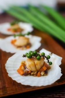ホタテ貝のたたきと野菜のたたき。