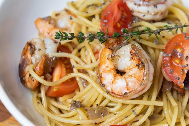 エビのフライとトマトのスパゲッティ。