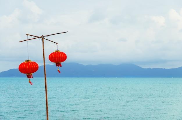 Китайский фонарь на пляже