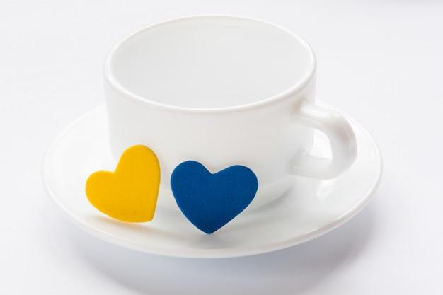 空のカップとソーサーの心