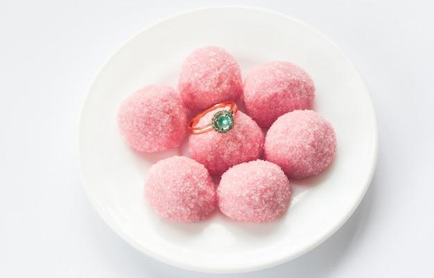 ピンクのマーマレードと婚約指輪