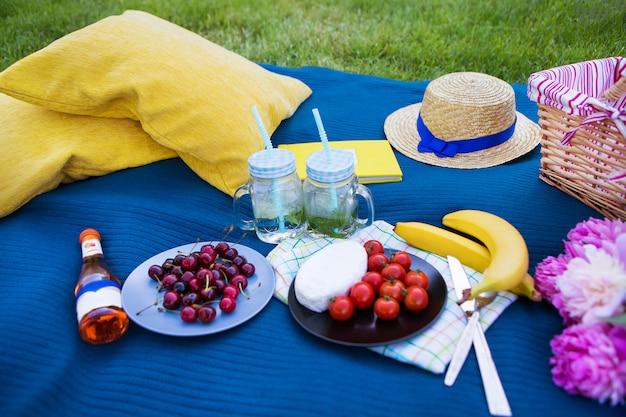 明るい夏のピクニック
