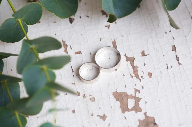 Два обручальных кольца