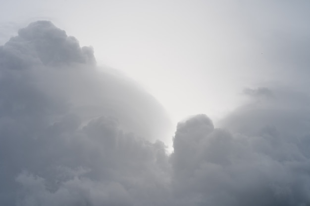 荒れ模様の空