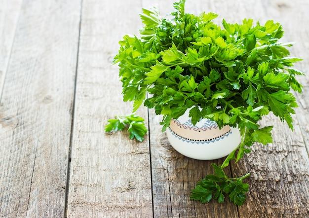新鮮な緑のパセリ