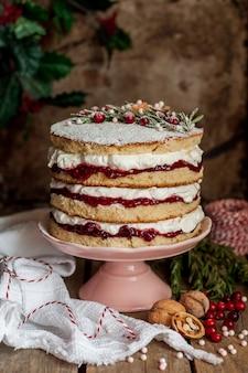 ラズベリージャムとホイップクリームのクリスマスレイヤードケーキ