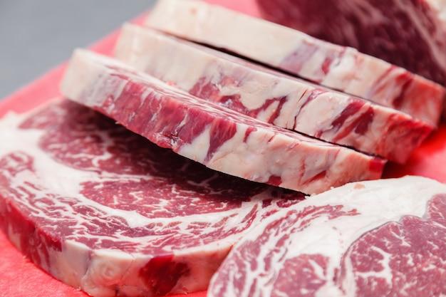 リブアイ霜降り牛ステーキ