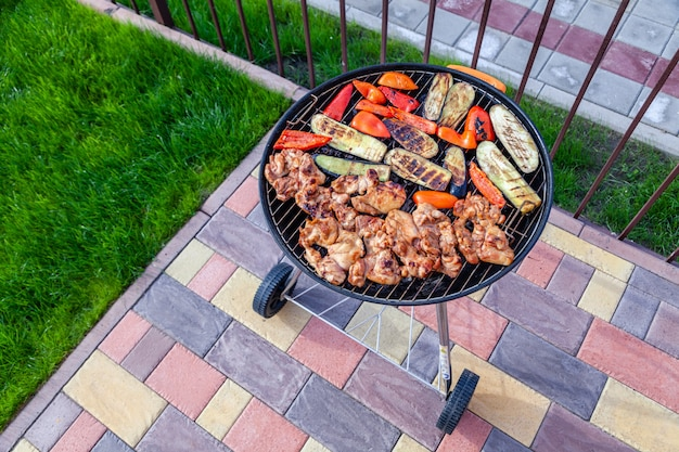 Мясо и овощи барбекю