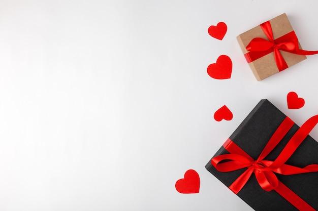赤いリボンとハートのプレゼント