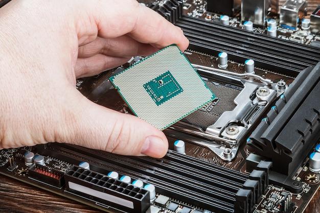 Процессор в руке