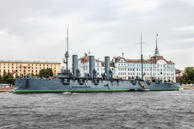 Аврора - российский защищенный крейсер, в настоящее время сохранившийся как музейный корабль