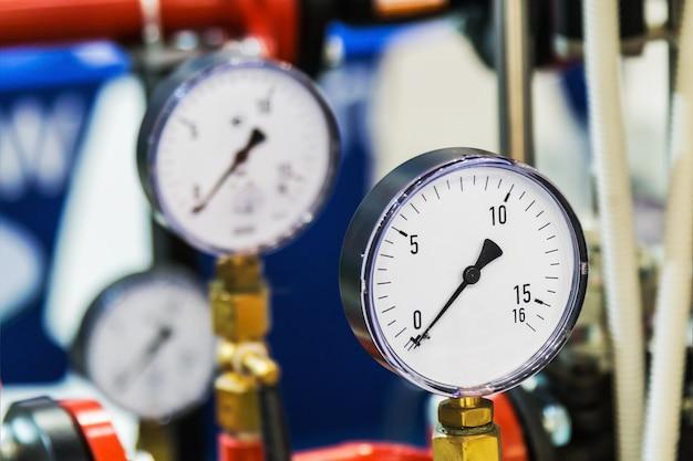 水またはガスシステムに設置された測定用圧力計