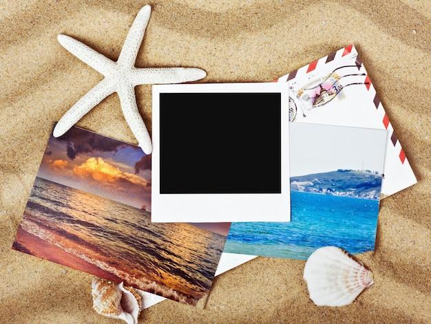 空のフォトフレームと休暇からの写真
