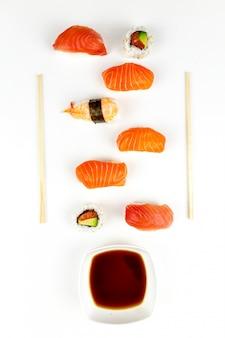 寿司オンスホワイトプレート