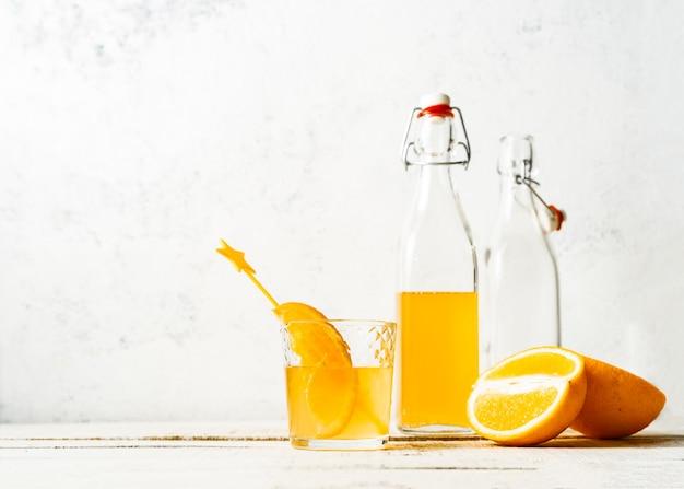オレンジ色の夏の飲み物