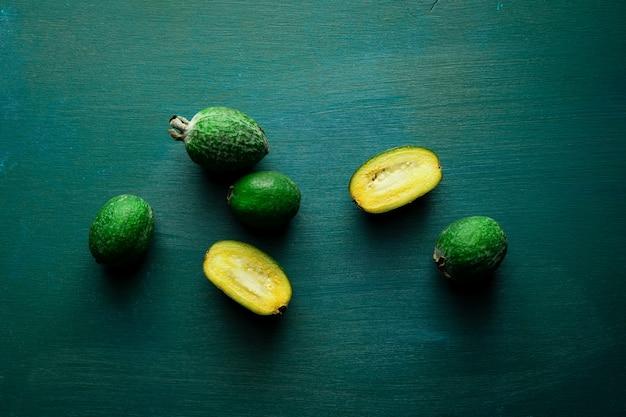 新鮮な緑のフェイジョアフルーツ