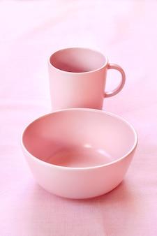 ピンクのカップとプレート