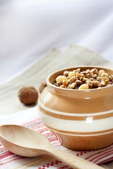クティア-甘い穀物のプリン、東ヨーロッパ諸国で提供されるクリスマスイブの夕食の伝統的な最初の料理