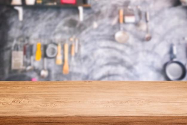 キッチンの背景がぼんやりとしたテーブルトップ